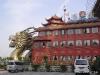 Puxi: Restaurantboot unter der Brücke